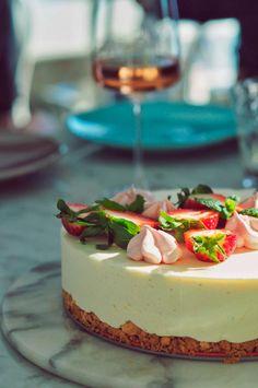 Valkosuklaajuustokakku - Sweet Food O´Mine Sweet Recipes, Cake Recipes, Decadent Cakes, Just Eat It, Koti, Healthy Treats, Let Them Eat Cake, Vegan Desserts, Cheesecakes
