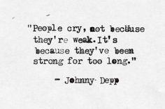 it's not weakness! La gente llora no porque sea débil, sino porque ha sido fuerte durante mucho tiempo...