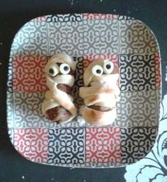 Halloween - Foods: Mummy Meatballs for dinner! Halloween Activities For Kids, Halloween Foods, Dinner, Breakfast, Recipes, Crafts, Dining, Morning Coffee, Manualidades