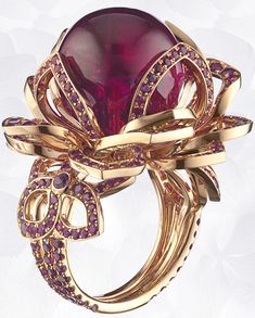 Chaumet Hortensia Ring in pink gold, rubies, pink sapphires, set with a bead of red tourmaline. (=)