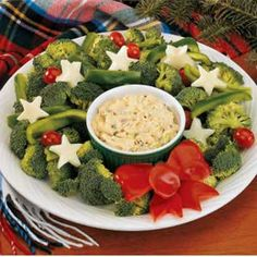 Vegetable Wreath & Dip--would be perfect for an appetizer before Christmas dinner!