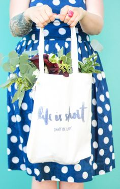 How to use an iron-on transfer PEN to make a cute tote bag!