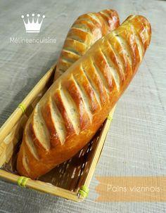 Pour un super petit-déjeuner, ou un super goûter, je vous propose de délicieux pains viennois. C'est moins riche qu'une brioche, mais plus gourmand que le pain... J'adore! J'ai choisi la recette d'...