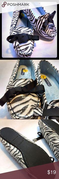 Sperry Top-Sider zebra print flats Zebra print Black bow ties Clear sequins Soft blue fur inside Gently used Sperry Top-Sider Shoes Flats & Loafers