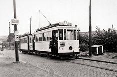 Tramway sans portes avant 1940 Tramway, Trains, Vehicles, Brussels, Puertas, The Hague, Car, Train, Vehicle