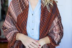 My 9 Favorite (Super Easy) Ways to Tie a Scarf - Style by Joules How To Fold Scarf, How To Wear A Blanket Scarf, Ways To Wear A Scarf, Diy Scarf, Scarf Dress, How To Wear Scarves, Vintage Fashion 1950s, Victorian Fashion, Ways To Tie Scarves