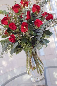 32 Beautiful Valentine's Day Flower Arrangements - Finding your loved one the perfect gift for Valentine's Day can be hard to accomplish. There are many quick gifts to be picked up at the local grocery. Valentine's Day Flower Arrangements, Rosen Arrangements, Artificial Floral Arrangements, Funeral Arrangements, Rose Bouquet Valentines, Roses Valentines Day, Send Flowers Online, Funeral Flowers, Flower Delivery