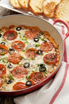 Super Easy and Delicious Pizza Dip