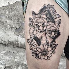 #fox #foxtattoo #flowerstattoo #blacktattoo #blackwork #bwtattoo #blackworkers #dotwork #dotworktattoo #dotted #linestattoo #tattoo #vscocam