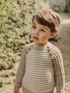 Knit Jumper for baby boys in two color pattern. This style is handmade of Van Beren Organic Cotton Yarn. We also offer a matching bonnet EDWIN to complete the look. The buttons are made of olive wood. Cotton Plant, Organic Cotton Yarn, Baby Jumper, Natural Clothing, Knitted Fabric, Color Patterns, Hand Knitting, Knits, Kids Fashion