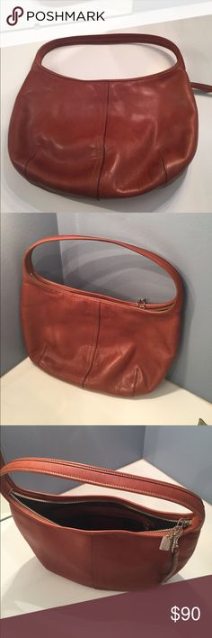 Shop Women's Coach Brown size OS Hobos at a discounted price at Poshmark. Lightly used, as-new condition. Coach Purses, Coach Bags, Camel, Shop My, Best Deals, Brown, Womens Fashion, Closet, Beautiful