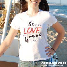 """""""Be the Love you want to find"""" para nosotros es un lema clave. Creemos que la vida la puedes vivir de dos maneras: desde el miedo o desde el amor. Nosotros proponemos que seas tú el Amor que deseas encontrar en el mundo y en tu vida. Todo lo que crees, creas. Todo lo que das, recibes. Todo lo que propagas te beneficia directamente a ti.100% Algodón Modelo para ellas"""
