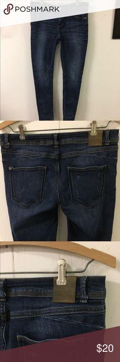 """Zara Denim Jeans Z1975 Skinny Mid Rise sz 6 Good clean condition. Waist up to 32"""". Rise 8"""". Inseam 28"""" Zara Jeans Skinny"""