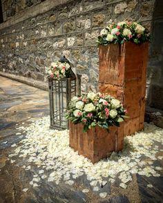Wedding flowers Baptism Decorations, Wedding Decorations, Arte Floral, Flower Making, My Flower, Rustic Decor, Floral Arrangements, Rustic Wedding, Party Themes