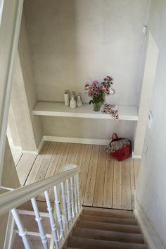 #krijtverf #kalkverf #chaux Interior Staircase, Home Art, Stairs, Home And Garden, House Design, Flooring, Mansions, Voordelen Van, Inspiration