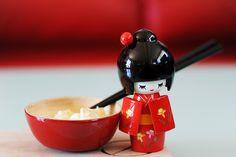 Kokeshi Dolls do also have to eat sometimes ;) // Oui, les poupées Kokeshi ont aussi besoin de manger parfois ;)