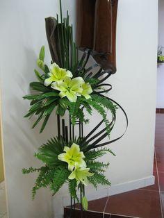 Contemporary Flower Arrangements, Tropical Floral Arrangements, Creative Flower Arrangements, Flower Arrangement Designs, Ikebana Flower Arrangement, Church Flower Arrangements, Ikebana Arrangements, Altar Flowers, Church Flowers