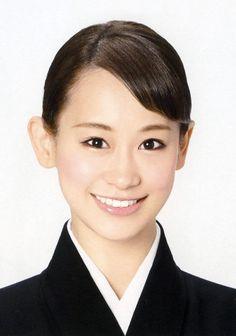 愛希れいかさん 宝塚歌劇団は15日、月組の娘役トップ愛希れいかさんが11月18日に退団すると発表した。東京宝塚劇場(東京都千代田区)で同日開かれるミュージカル「エリザベート」の千秋楽が最後の舞台となる。 愛希さんは福井県出身で、2009年...