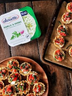 'kay friends, let's go ahead and get real excited about these Cheesy Bruschetta Bites, mmmm'kay? Teeny tiny adorable little fillo cups filled with creamy-dreamy Alouette Garlic and Herb Holiday Snacks, Holiday Appetizers, Yummy Appetizers, Italian Appetizers, Party Appetizers, Christmas Treats, Bruschetta, Spicy Salmon, Tasty