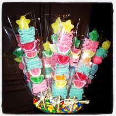 These tropical candy kabobs go perfectly with today's sunny skies in Beverly Hills. School Birthday Treats, Candy Kabobs, Ramadan, Candy Bar Party, Candy Pop, Candy Cakes, Candy Bouquet, Tropical Party, Its My Bday