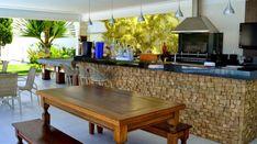 Espaço gourmet: Saiba como criar esse ambiente na sua casa! Outdoor Kitchen Patio, Outdoor Kitchens, Decoration, Dining Bench, Exterior, House, Furniture, Design, Home Decor