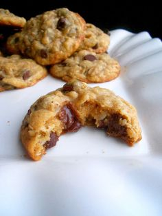 Confessions of a Confectionista: Dark Chocolate Chip Coconut Oatmeal Cookies
