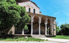 Prächtiges #Haus auf der #Insel #Torcello, #Venedig © Petra Gschwendtner Petra, Gazebo, Outdoor Structures, Mansions, House Styles, Venice Italy, Explore, Island, World