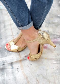28 Black Casual Style Shoes For Moms - New Shoes Styles & Design Wedge Wedding Shoes, Wedge Shoes, Shoes Sandals, Flat Shoes, Pretty Shoes, Beautiful Shoes, Glitter Shoes, Glitter Wine, Gold Shoes