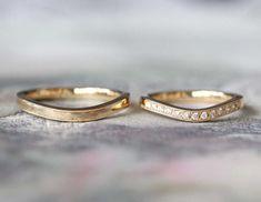 フォルムはゆるやかなU字のカーブ。 リングの正面半分に、お二人ともミルグレインを施し、女性のリングにはダイヤモンドを入れました。 [結婚指輪,マリッジリング,ゴールド,marriage,wedding,bridal,gold,ring,diamond,オーダーメイド]