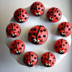 Sara Bakes Cakes - Cupcakes for Kids - ideas for kids themed cupcaking  :)