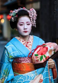ec6353fad maiko - Google Search Japan In September, December, Japanese Geisha, Japanese  Kimono,