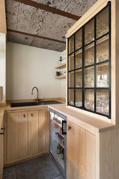 30 Nifty Small Kitchen Design and Decor Ideas to Transform Your Cooking Space - The Trending House Kitchen Room Design, Home Decor Kitchen, Kitchen Interior, Country Kitchen, Black Granite Countertops, Kitchen Countertops, Minimalist Kitchen, Cool Kitchens, Industrial Kitchens