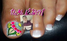 La imagen puede contener: una persona, texto y primer plano Toe Nail Art, Toe Nails, Pedicure, Akira, Beauty, Mary, Decorations, Toe Nail Designs, Feet Nails