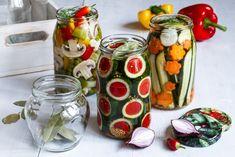 KŘEHKÁ NAKLÁDANÁ ZELENINA Fresh Rolls, Mason Jars, Vegetables, Ethnic Recipes, Food, Winter, Fine Dining, Winter Time, Veggies