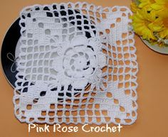 Discover thousands of images about Pink Rose Crochet: Flor Branca em Quadrado Crochet Motif Patterns, Crochet Lace Edging, Crochet Blocks, Crochet Squares, Thread Crochet, Crochet Granny, Filet Crochet, Crochet Doilies, Crochet Flowers
