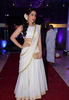 Indian Beautiful Girl Rashi Khanna In White Half Saree Set Saree, Half Saree Lehenga, Saree Look, Saree Dress, Indian Lehenga, Sari, South Indian Wedding Hairstyles, Indian Wedding Outfits, Indian Outfits