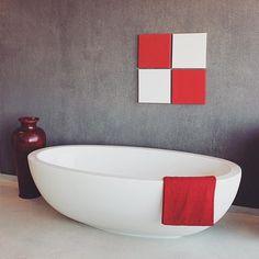 Isola #FreestandingBath || A 5-star quality bath with modern day opulence, refinement and beauty. L1780mm x W1000mm x H560mm #LivingstoneBaths #LuxuryBathing #BathroomDesign