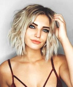 Sensational Short Hairstyles for Women to Get a New Fabulous Look With Easy and Modish Techniques. Thest Trend Setting Short Hairstyles includes Short Bob, Short Curly and Short Layered Pixie Hairstyles Which Should Not Be Missed Out. These Super Sensational Hairstyles will Provide You a Unique and Eye-Catching Look on Parties and Events. #blondehair