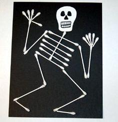 Un bricolage d'Halloween avec de simple cotons-tiges et des cartons noirs!