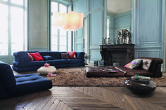 Roche Bobois | a final outing for the Lounge sofa, designed by Hans Hopfer, before its reincarnation as the Mah Jong