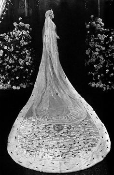 Now that's a cathedral length veil! Gloria Swanson as Princess Marie in Her Love Story, 1924.