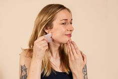 Gua Sha Video How-To Tutorial. Gua Sha is beneficial for complexion, lymphatic flow, improving drainage and depuffing your face. Skin Care Regimen, Skin Care Tips, Gua Sha Facial, Dry Body Brushing, Beauty Hacks For Teens, Skin Tag Removal, Skin Care Treatments, Facial Treatment, Belleza Natural