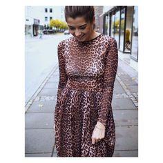 Zara versiona el vestido de GANNI que triunfa en Instagram