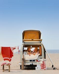 vw busje aan het strand hammamdoek