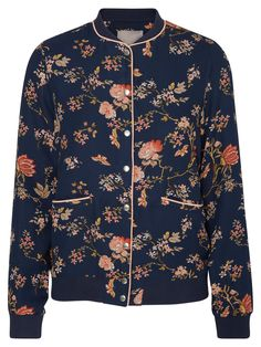 Floral bomber from VERO MODA. Will be perfect over your summer outfit.