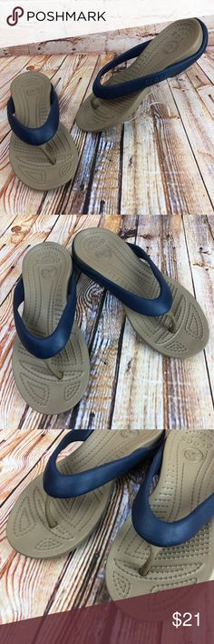 58faed47b924 CROCS Womens Size 8 Flip Flops Thongs Sandals EUC CROCS Womens Size 8 Blue  Brown Flip