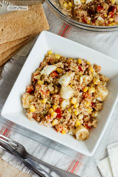 Ensalada de quinoa y atún. Receta fácil y saludable con fotografías de la preparación y recomendaciones de cómo servirla. Recetas con quinoa