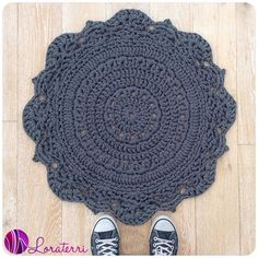 Crochet Diy crochetinpaternoster crochet rug - It's the time of the week when we take a look at what people are sharing in crochet using the Crochet Diy, Mandala Au Crochet, Crochet Home, Love Crochet, Crochet Crafts, Crochet Doilies, Yarn Crafts, Doily Rug, Crochet Rugs