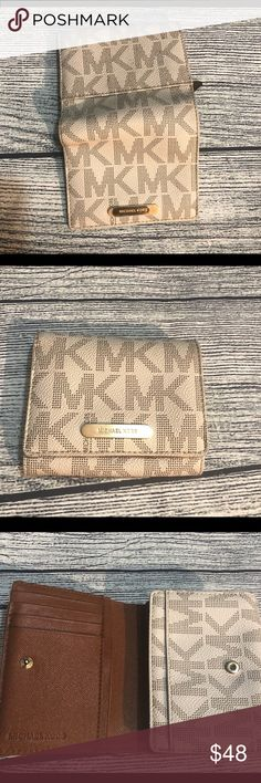 6db2fed2bbfb1a MICHEAL KORS WALLET ❤ ❤ Gently used in great used condition a lot of ·  MoneyMichael ...