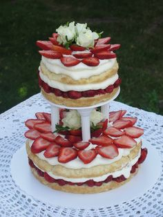 Perfect and Fascinating Strawberry Shortcake Wedding Cakes in Summer Party Desserts, No Bake Desserts, Impressive Desserts, Pie In The Sky, Eat Dessert First, Fancy Cakes, Fabulous Foods, Pretty Cakes, Strawberry Shortcake